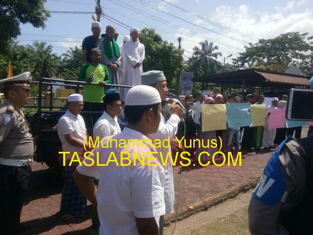 Massa ysng berunjukrasa di Polres Asahan.