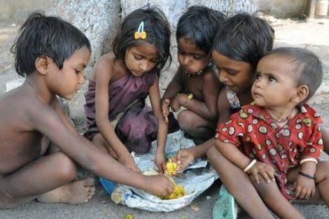 Poor Indian kids sharing food.
