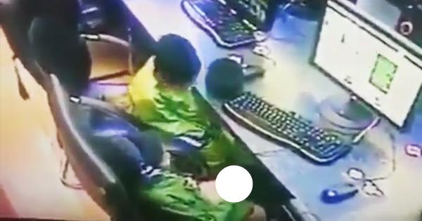 Nhóc 10 tuổi xem phim sex và thủ dâm tại tiệm net