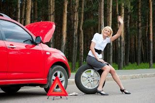 машина девушка пробила колесо автомобиль