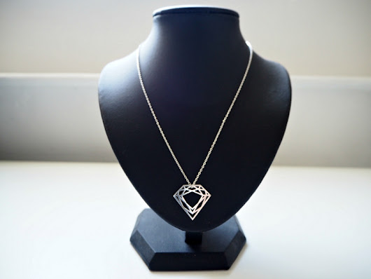 Silver Diamond Necklace At The Pommier Review