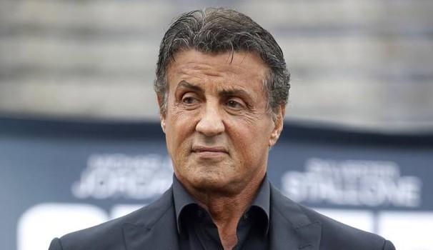 Buongiornolink - Sylvester Stallone, accuse di stupro. Sesso a 3 con una 16enne