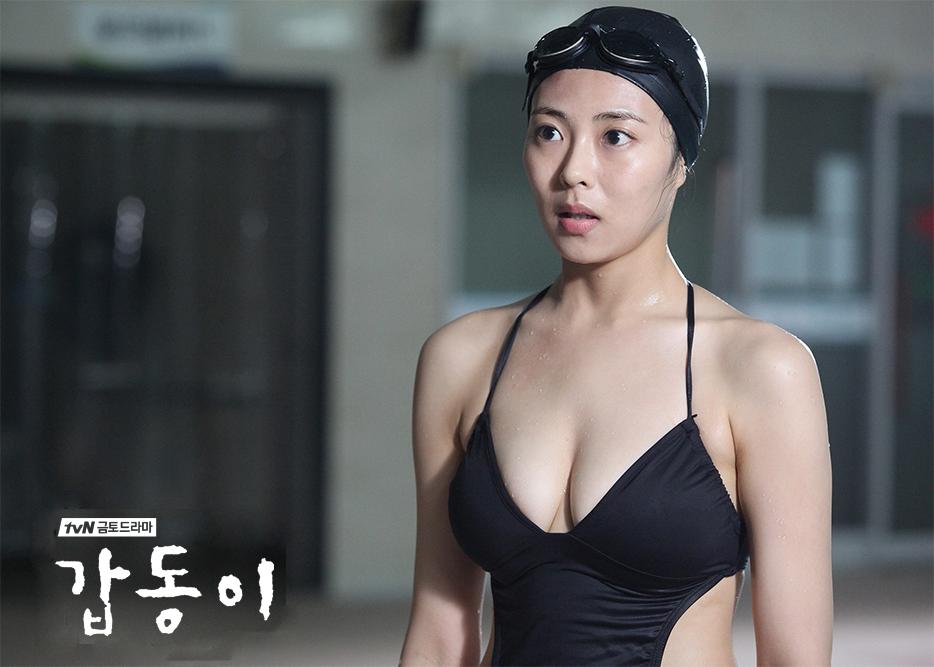 Choo Soo Hyun / Chu Su Hyeon (추수현) in black biniki.