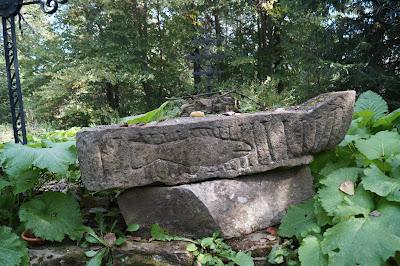 Beniowa chrzcielnica kamienna