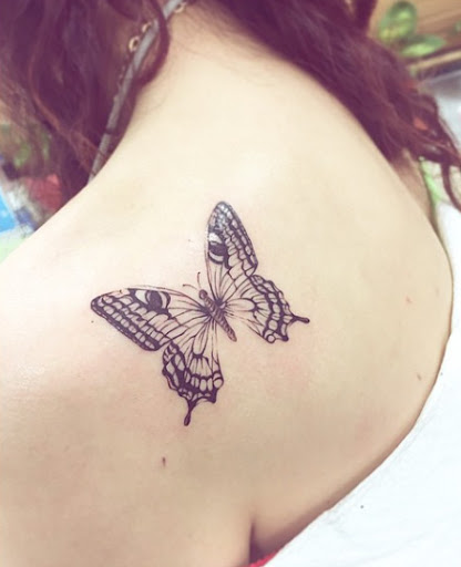 Esta volta do ombro de borboleta