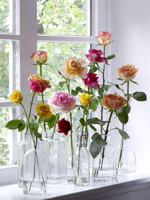 garrafa transparente com flor