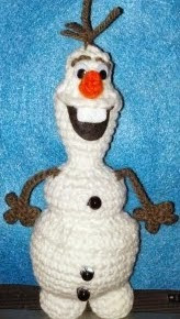 http://translate.google.es/translate?hl=es&sl=en&tl=es&u=http%3A%2F%2Fyarnwars.com%2Ffree-patterns-created-yarnwars%2Ffree-olaf-inspired-crochet-doll%2F