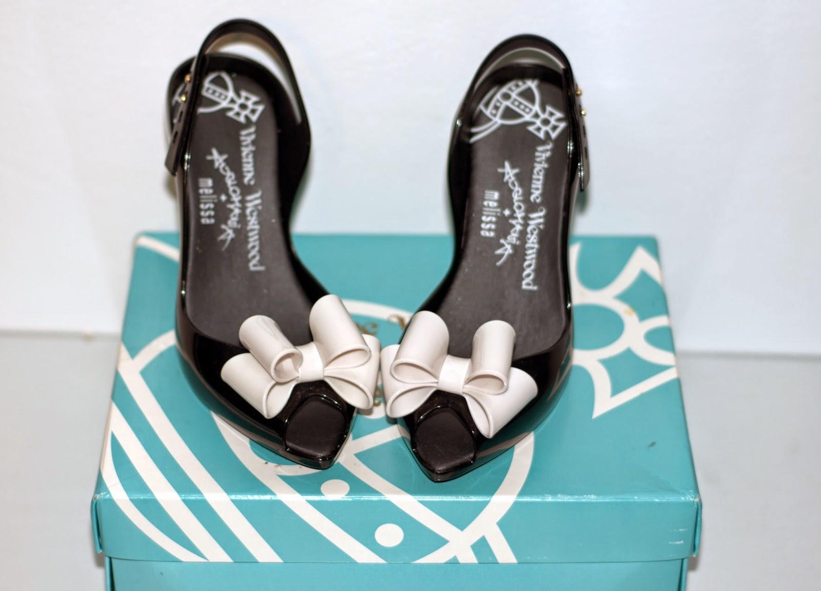oryginalne czarne buty Melissa z białą kokardą