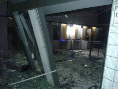 Bandidos detonam caixas eletrônicos do Bradesco