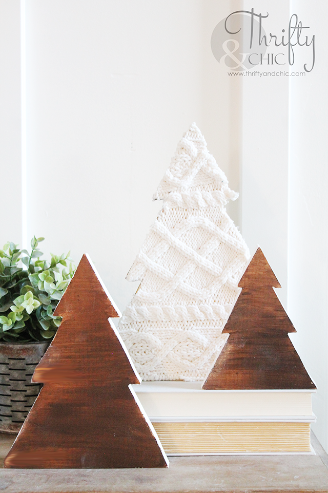 DIY wood and sweater Christmas tree decor. DIY farmhouse christmas decor and decorating ideas.