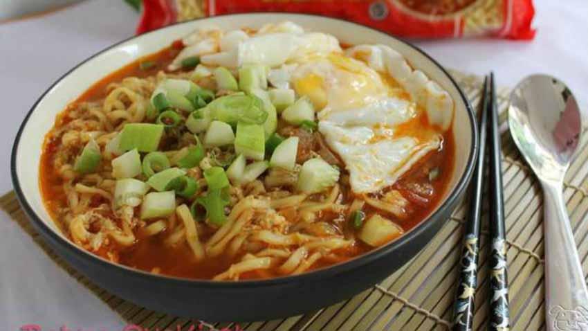Cara Membuat Mie Ramen Telur Kari Pedas. Enaknya Asli Rasa Indonesia