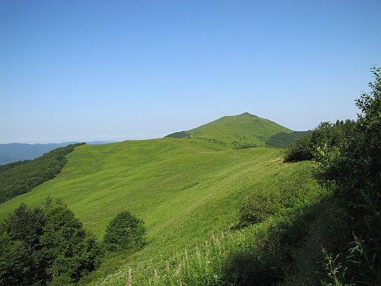 Szare Berdo (1108 m n.p.m.), a powyżej Smerek (1222 m n.p.m.).