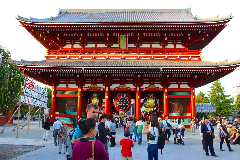 asakusa tokyo temple red
