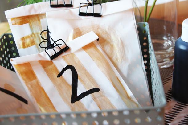 binedoro Blog, DIY, Adventskalender, Butterbrottüten, Gold, Acrylfarbe, Glitzer