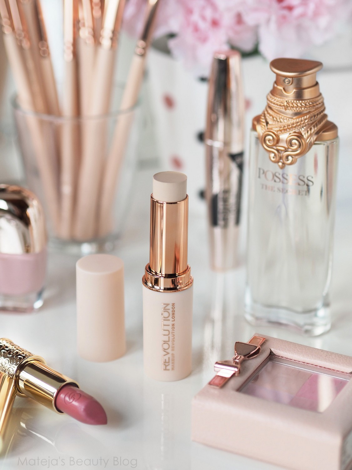 Makeup Revolution Fast Base Stick in F1