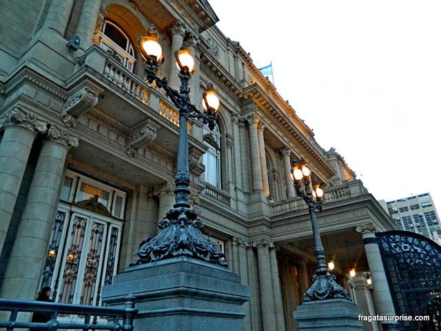 Detalhe da fachada do Teatro Colón de Buenos Aires
