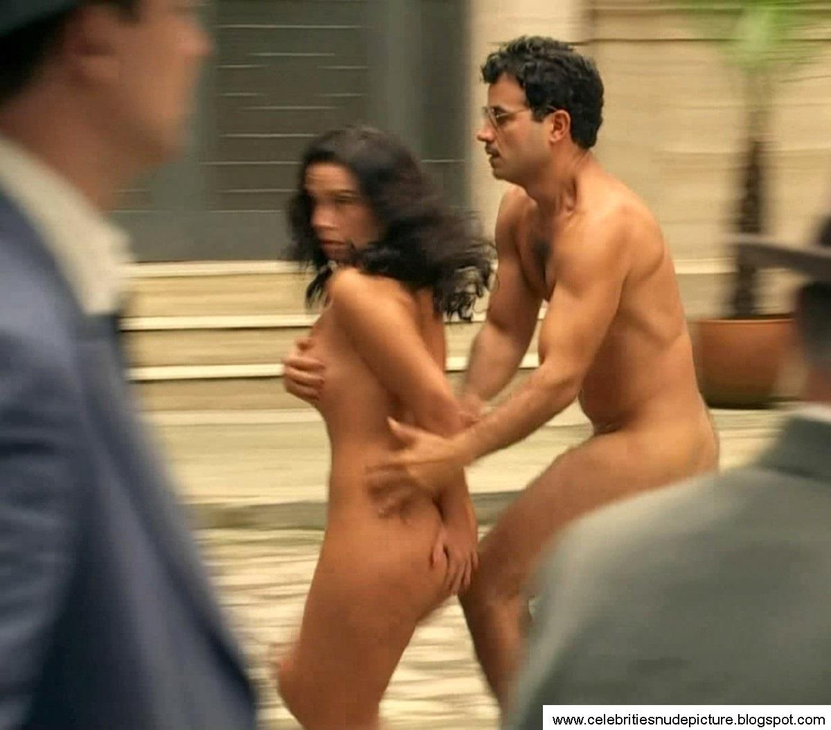 Suzana Naked 40