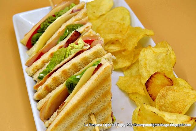 receta-de-sandwich-club-con-patatas-chips