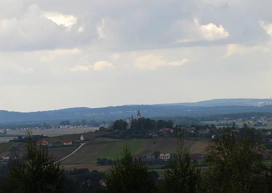 Kościół św. Marii Magdaleny i św. Mikołaja w Chełmcach (widok z Ciosowskiej Góry).
