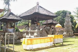 http://www.teluklove.com/2017/02/pesona-keindahan-wisata-pura-kebo-edan.html