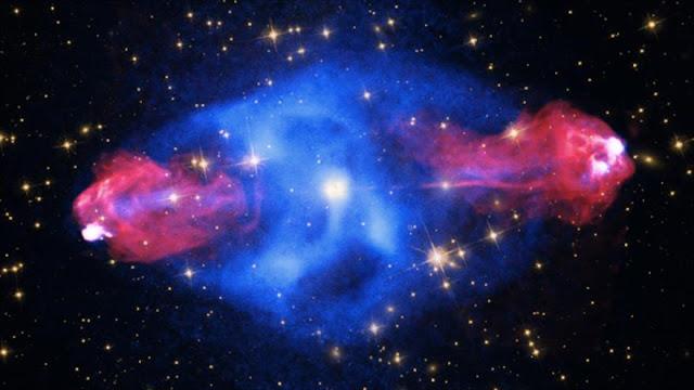 """La NASA descubre una """"Mano de Dios"""" en el espacio profundo"""