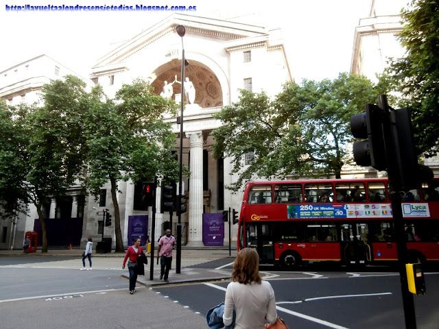 Plaza de Aldwych en Londres.