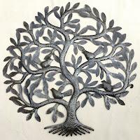 Большое дерево с птицами. Размер этого дерева достигает 60 см