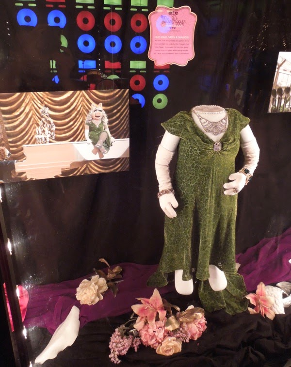 Miss Piggy Dublin proposal costume Muppets Most Wanted