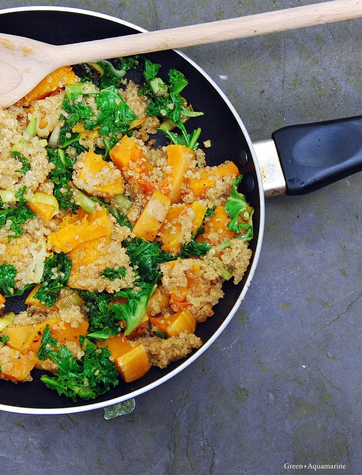 Kale, squash and quinoa savoury breakfast bowl. Via @eleanormayc