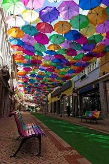 portogallo-Águeda-la città degli ombrelli fluttuanti