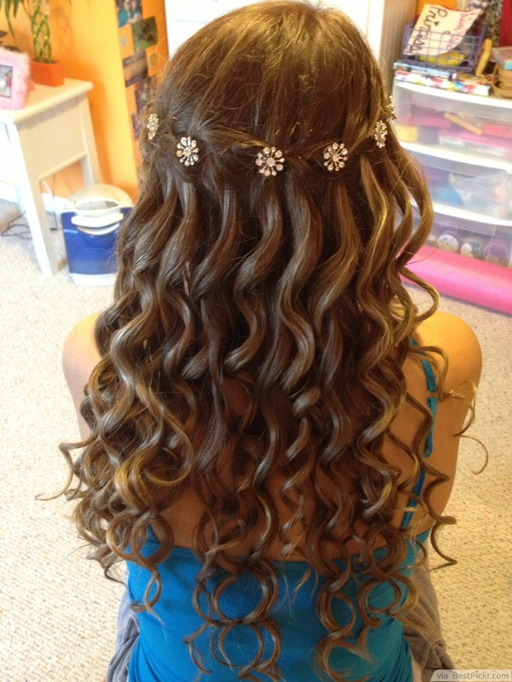 49 Elegant Prom Hairstyles for Curly Hair Women | Hairstylo