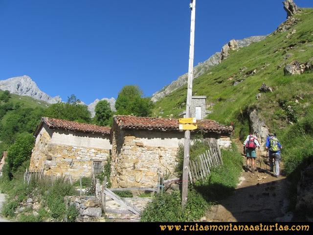 Ruta Tuiza de Arriba-Peña Ubiña: Camino junto al depósito del agua