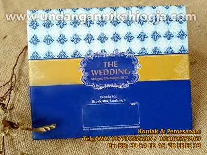 Undangan pernikahan hardcover lipat 3 dengan pita