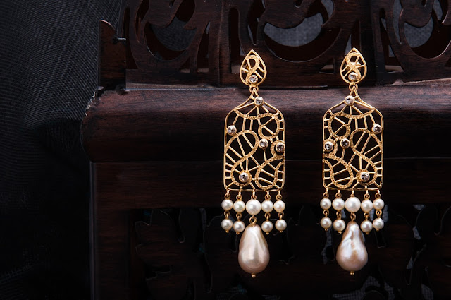 Kostha Pearl Earrings