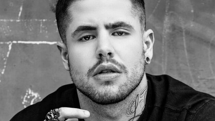 """O novo single do cantor, """"Mil Maneiras"""", é uma ÓTIMA pedida pra quem gosta de """"Sorry"""", do Justin Bieber."""