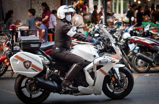Мощный полицейский мотоцикл Таиланд