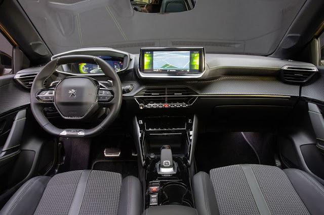 7ffa8e592b0 Com o novo 208 também estreia a versão 3D do i-Cockpit. A próxima versão da  distribuição muito própria da Peugeot dos instrumentos e volante recebe um  ...
