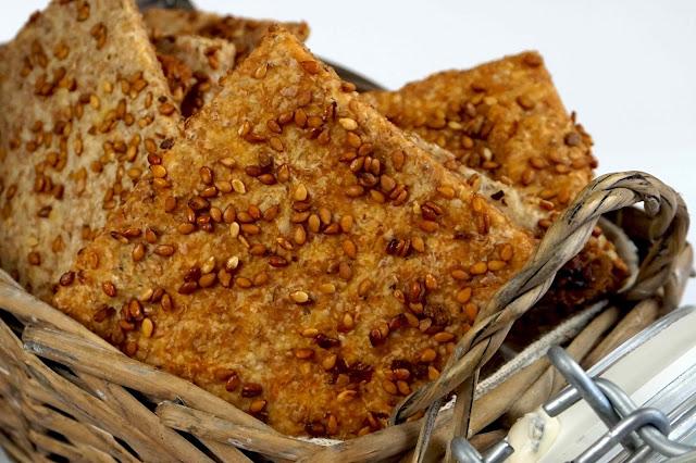 crakers caseros de sobrasada y queso mahonés