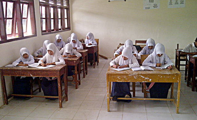 The principle of implementation Education Unit Level Curriculum (KTSP) In Indonesia