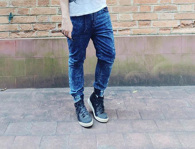 af7a6fd7dc962 Adorei quando vi essa calça jogging jeans na Riachuelo. Já tinha uma em  verde musgo que comprei em 2012 lá no RJ