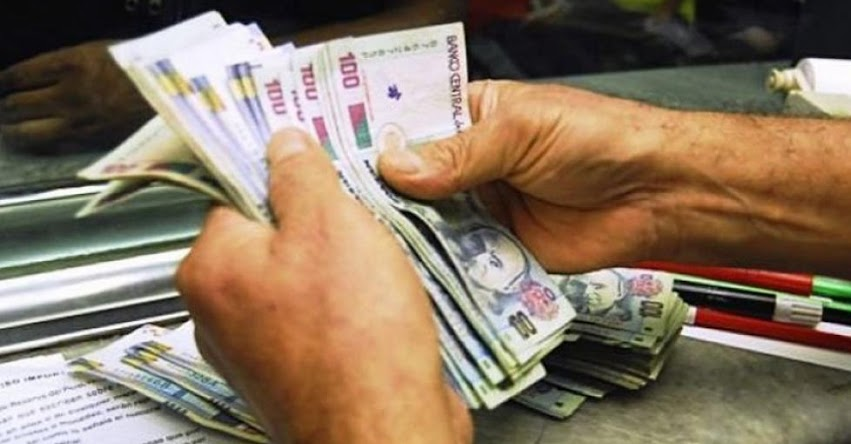 Sueldo mínimo podría superar los 900 soles, según cálculo de analistas (Remuneración Mínima Vital - RMV)