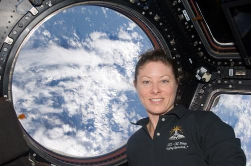 Astronaut Tracy Caldwell knows American Sign Language