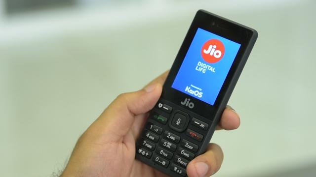 WhatsApp lanza una versión para celulares con teclado físico