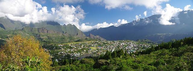 Vue panoramique du Cirque de Cilaos à la Réunion.