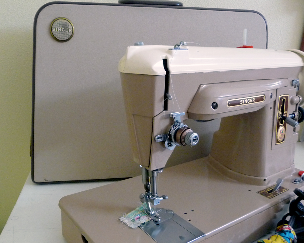 Sew Retro Machine 2016 Necchi Supernova Sewing Threading Diagram Vintage This 404 Was Made In 1959 It Features A Two Tone Color Scheme Uses Class 66 Bobbins You Can Raise The Needle Plate