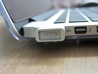 magsafe to magsafe 2 connector with macbook pro retina connected