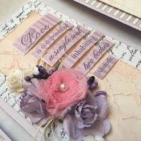 pastelowa różowa kartka ślubna z kwiatami z materiału i papieru