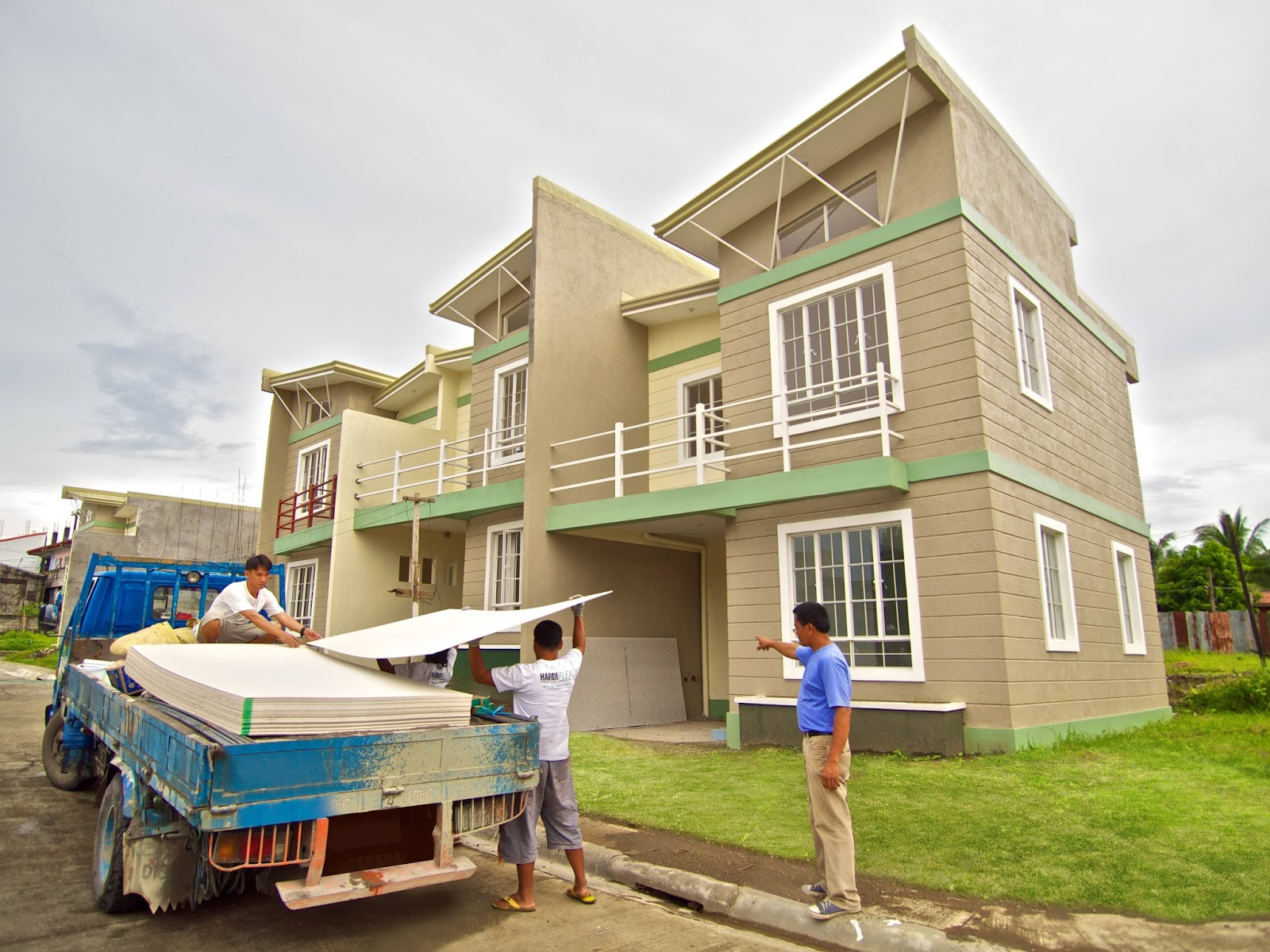 Two-storey house includes genuine HardieFlex fiber cement boards