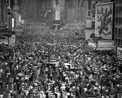 Κοσμοσυρροή στην Times Square της Νέας Υόρκης, 1945 / NY Times Square 1945