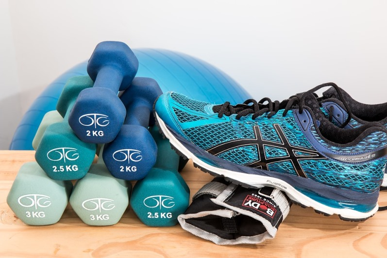 workout shoes and dumbbells to save feet from suffering before your workout